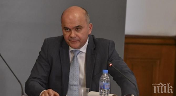 ИЗВЪНРЕДНО В ПИК TV: Министър Петков с важни новини за първолаците
