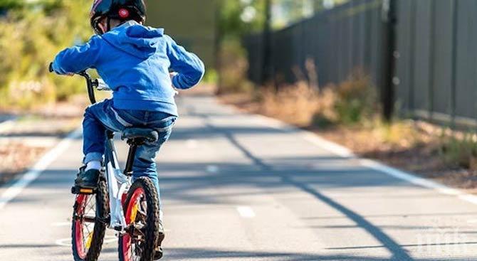 Кола блъсна 7-годишно дете на колело в Русе