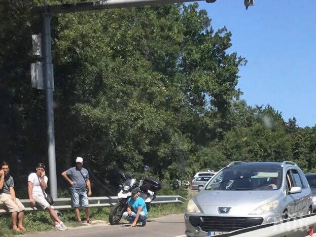 АД КРАЙ МОРЕТО! Задръстването заради зверската катастрофа на пътя Бургас - Созопол се увеличава