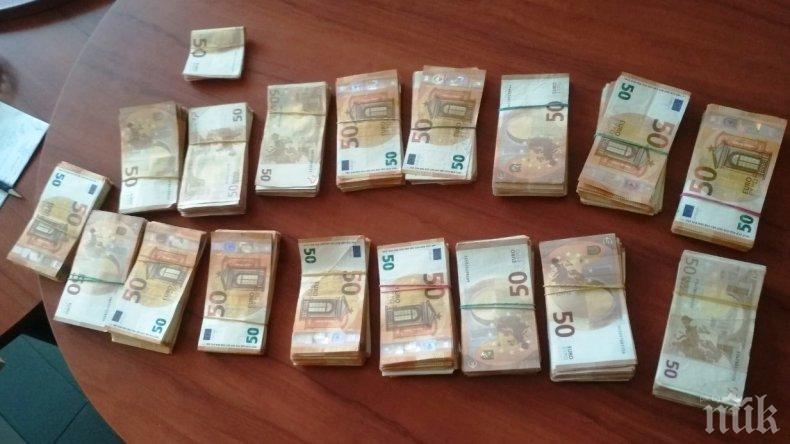 Митничари спипаха контрабандна валута за близо половин милион лева в раница на украинец на ГКПП Калотина