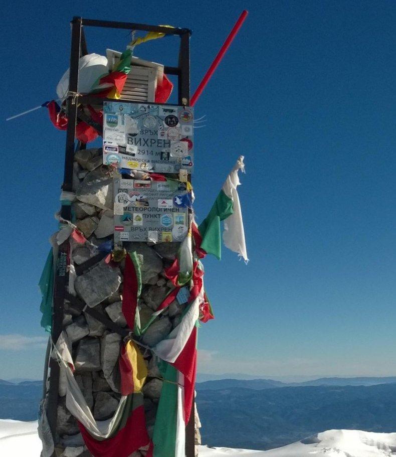 Монтираха станция за зареждане на мобилни телефони на връх Вихрен