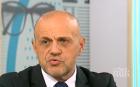За главата на Томислав Дончев. Ако си беше свършил работата в икономиката, народът щеше да прости за НАП