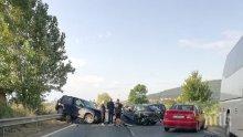 ПЪРВО В ПИК: Катастрофа блокира пътя за Обзор! Ударили са се джип и лек автомобил (ОБНОВЕНА)