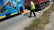 ИЗВЪНРЕДНО: Автобус с 50 деца се заби в камион край Търговище