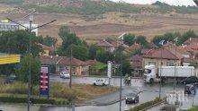 КУРБАН: Мъж загина на място - се заби в камион край Меден рудник, рани други двама (СНИМКИ)