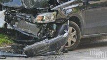 Пиян шофьор се разби в дърво и бетонна ограда