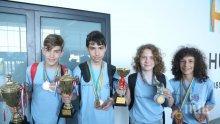 Шампионите ни по математика се завърнаха от Хонконг със златните медали