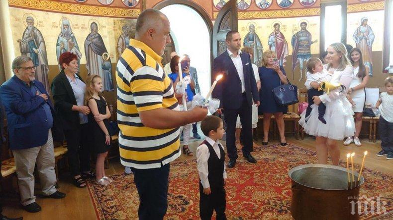 ПЪРВО В ПИК: Премиерът Борисов кръсти внучетата (СНИМКИ)