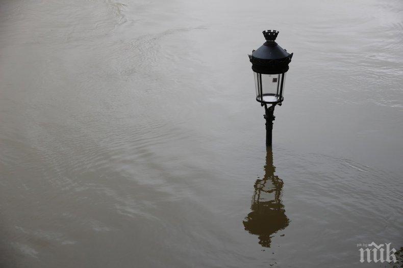 Най-малко двама загинаха при наводнения в Северна Турция