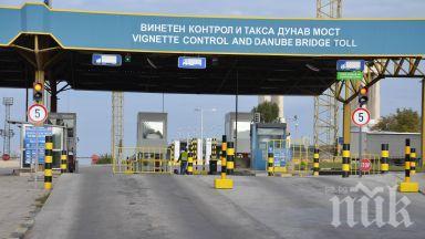 Колони от коли затапиха граничния пункт Гюргево-Русе