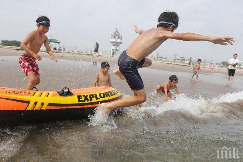 СЛЕД ОСЕМ ГОДИНИ: Отвориха плаж във Фукушима