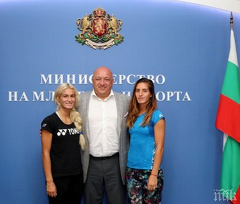 КЛЮЧОВА РАЗВРЪЗКА: След среща с министър Кралев - Габриела и Стефани Стоеви...