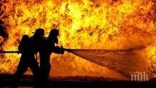 ОГНЕН АД: Пожарникари гасят голям пожар цяла нощ в Бургас (СНИМКИ)