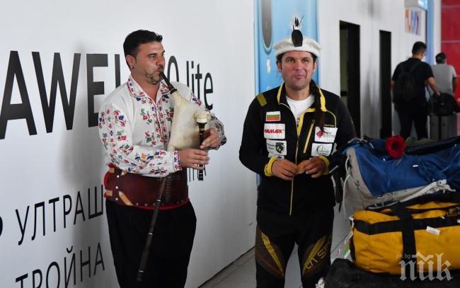 Посрещнаха Атанас Скатов след изкачването на Гашербрум I и II