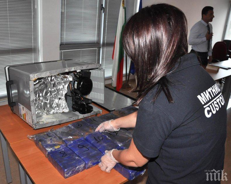 УДАР НА КАПИТАН АНДРЕЕВО: Заловиха хероин за 1 млн. лева в хладилна чанта (СНИМКИ)