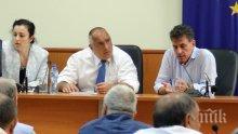 ПЪРВО В ПИК TV: Премиерът Борисов на спешна среща с протестиращите за чумата в Пазарджик (СНИМКИ/ОБНОВЕНА)