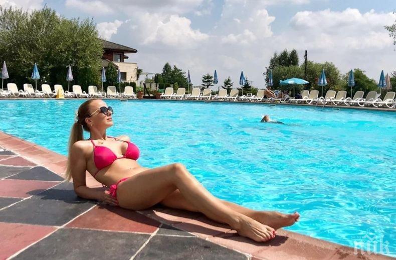 Соня Немска бори жегите на басейна