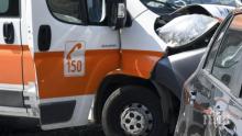 ОТ  ПОСЛЕДНИТЕ МИНУТИ: Линейка с пациент и джип се сблъскаха на кръстовище