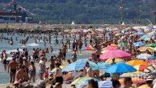 Жегата препълни плажа във Варна (СНИМКИ)