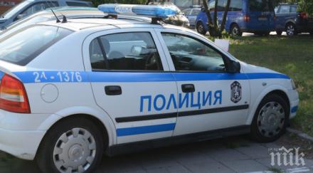 """Граничната полиция тараши три адреса заради открития нелегален алкохол в бус на винпром """"Първенец"""""""