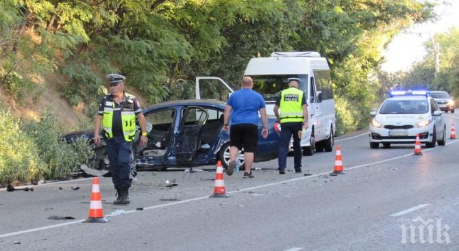Румънка заспа на волана, разби се в камион