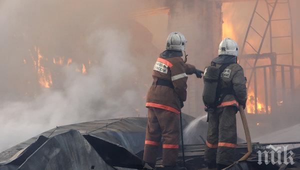 550 души евакуирани от горящ бизнес център в Санкт Петербург