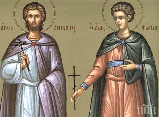 СИЛНА ВЯРА: Мъчили жестоко тези двама светци, за да ги откажат от Христос