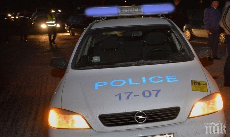 След сигнал за силна музика: Мъж скочи с нож срещу полицаи в Долна Митрополия