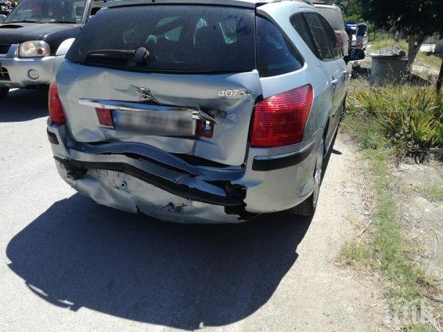 ВЕРИЖНА КАТАСТРОФА: Три коли се удариха на пътя за Гърция