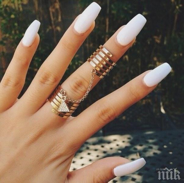 САМО ЗА ДАМИ: Тези нюанси лак за нокти подчертават тена