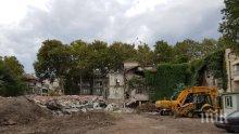 Започна събарянето на старото немско училище в Бургас (СНИМКИ)