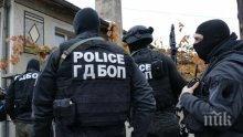 Полицейска блокада в Поморие! Бивше ченге се барикадира в дома си
