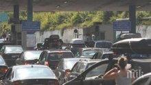 """12 000 коли са минали през """"Калотина"""" само за ден"""
