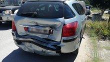 ЛАМАРИНИ: Кола и камион катастрофираха край Плевен (СНИМКИ)