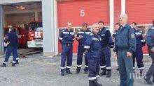 ДИВА РАБОТА: Шофьори се сбиха на кръстовище, наложи се пожарникари да ги разтървават (СНИМКА)