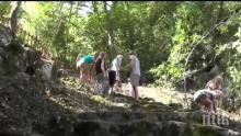 ПОМОЩ ОТВЪН: Чехи станаха доброволци в Черепишкия манастир