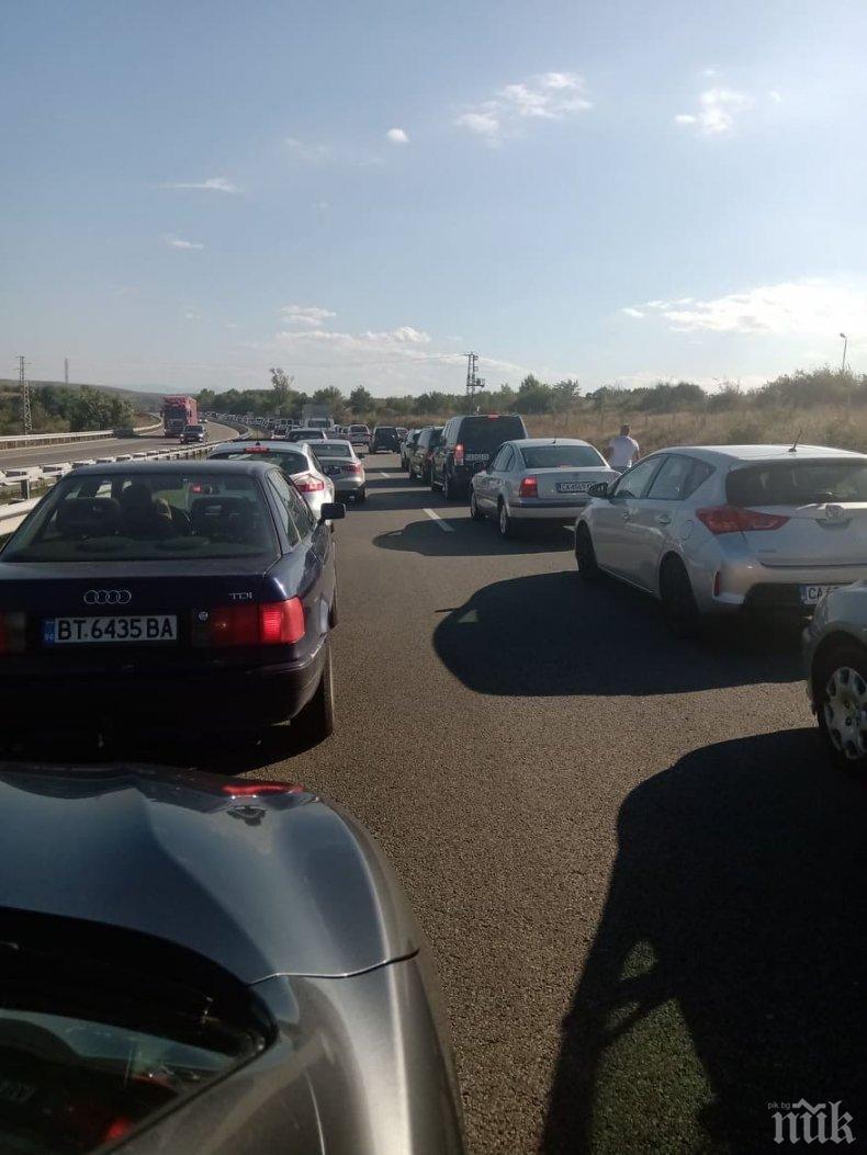 Интензивен трафик и затегнат контрол по пътищата и днес