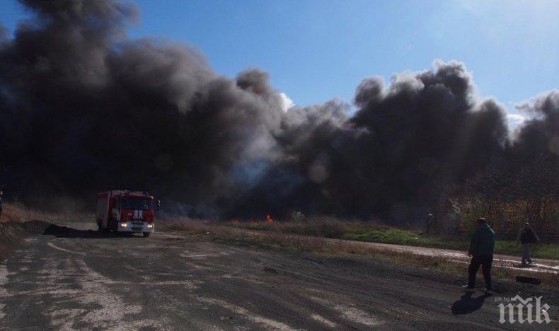 Полиция влезе в завода в Шишманци, където избухна пожар