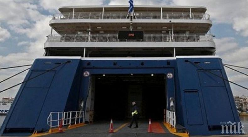 Продължава извозването с фериботи на блокираните на Самотраки български туристи