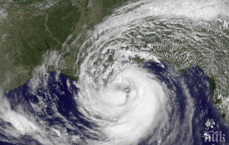 """Над 300 000 души в Япония бяха евакуирани заради тропическата буря """"Кроса"""""""