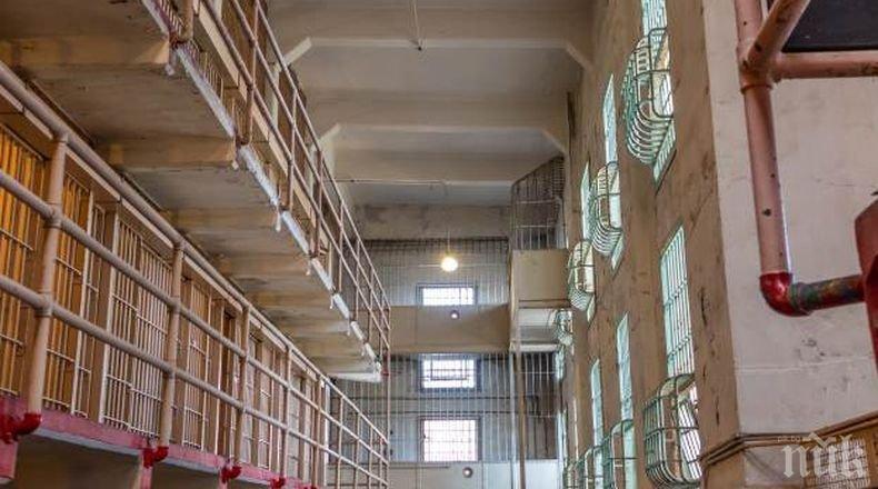Екшън зад решетките: Над 50 пострадали при безредици в затвор в Калифорния