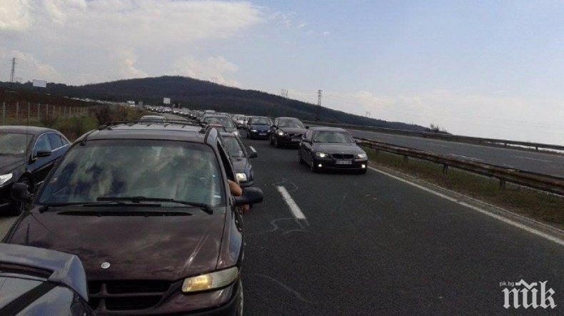 ТАПА: Движението от Пловдив към София е блокирано (ВИДЕО)