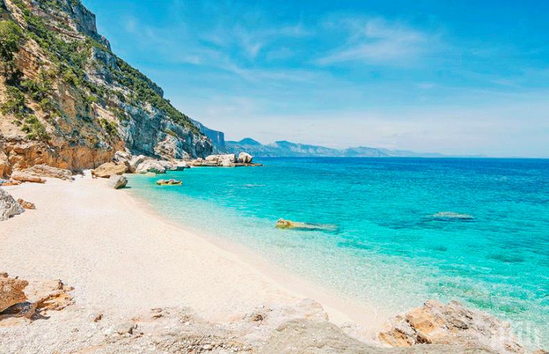 Семейство открадна 40 килограма пясък от плаж на Сардиния