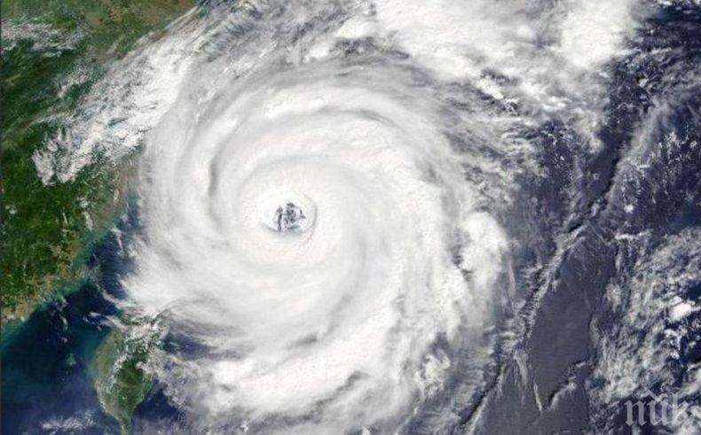 """Властите в Япония призоваха 580 000 души да се евакуират заради тайфуна """"Кроса"""""""
