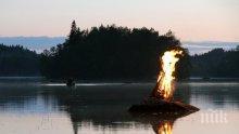Пожар на лодка във Видин, двама са ранени