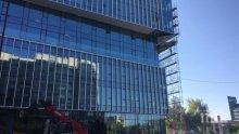 Плоскост от новострояща се сграда падна върху човек в София