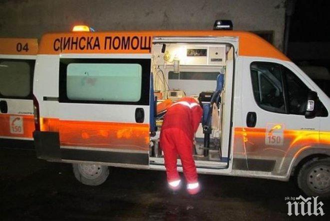 """ОТ ПОСЛЕДНИТЕ МИНУТИ: Кръв в метрото! """"Бърза помощ"""" и полиция изведоха жена с разбита глава (СНИМКА)"""