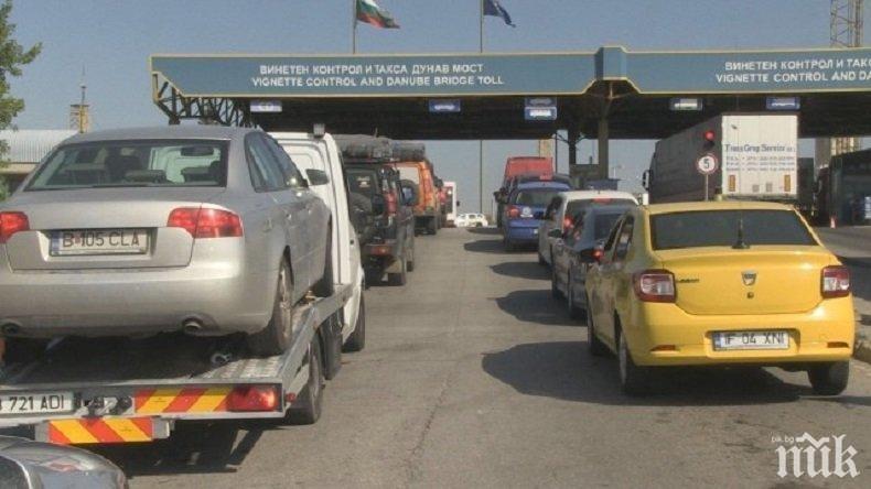 """КОШМАР! 9 км опашка и 8 часа чакане на """"Дунав мост 2"""" към Румъния"""