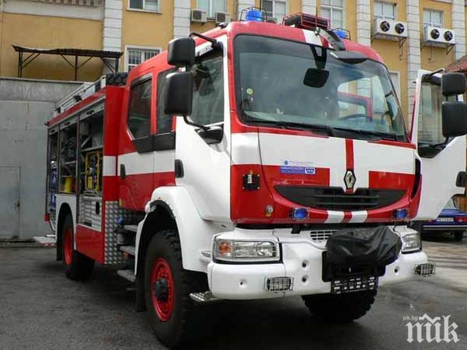 ОТ ПОСЛЕДНИТЕ МИНУТИ: Пожар пламна в автокъща до Варна