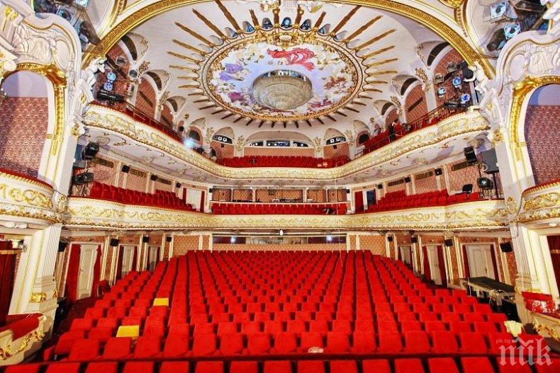 Народният театър започна новия сезон с водосвет и две премиери през септември